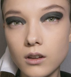 maquillage-2016-yeux-smoky-aplat-metal